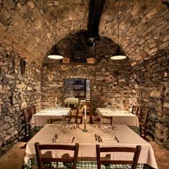 Crotto/ Cantina: Cantina in stile  di Franco Monti Fotografo