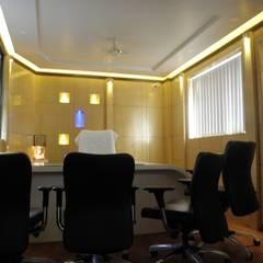 Office Interior Design in Pune:  Study/office by Designaddict