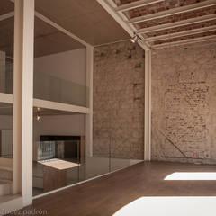 Rehabilitación integral WAREHOUSE ESTUDIO 95: Salones de estilo  de BOX49 Arquitectura y Diseño
