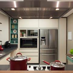 RESIDÊNCIA - BAIRRO JARDIM, SANTO ANDRÉ - SP: Cozinhas  por Arquitetura 8 - Ana Spagnuolo & Marcos Ribeiro