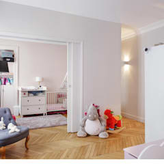 un espace enfant modulable: Chambre d'enfant de style  par claire Tassinari