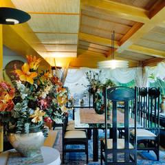 Residencia RH: Comedores de estilo  por Excelencia en Diseño