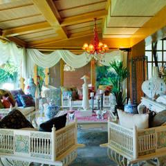 Residencia RH: Salas de estilo  por Excelencia en Diseño, Asiático