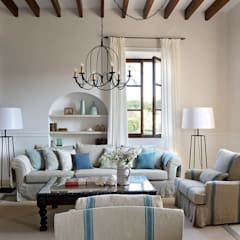 Hotel in Mallorca Cal Reiet / The Main house : Salones de estilo  de Bloomint design