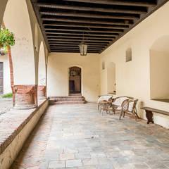 Castello: Terrazza in stile  di Design Photography