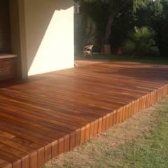 Ortaköy Parke İç Dekorasyon – Bahçe Agaç Zemin Bakım & Teak Oil Uygulama: tropikal tarz tarz Bahçe