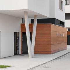 Neubau Terrassenwohnen Elbbahnhof:  Fenster von arc architekturconzept GmbH