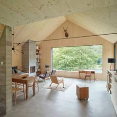 Haus am Thurnberger Stausee:  Wohnzimmer von Backraum Architektur