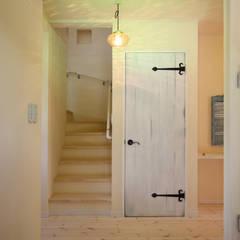 ■ French Country Style・フレンチカントリースタイル: 株式会社アートカフェが手掛けた廊下 & 玄関です。