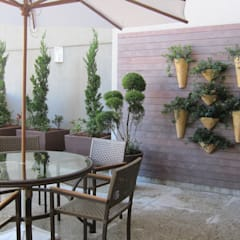 Patios & Decks by Junia Lobo Paisagismo