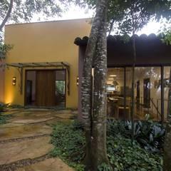 Garden by Junia Lobo Paisagismo,