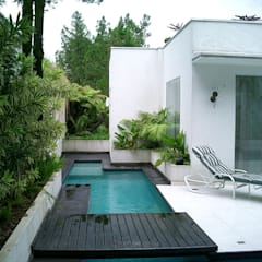 Pool by Kika Prata Arquitetura e Interiores.