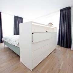 Woonhuis M&JW:  Slaapkamer door Egbert Duijn architect+
