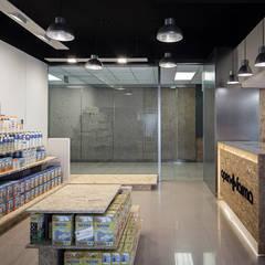 Parafarmacia en Nuevo Centro (Valencia): Centros comerciales de estilo  de negrosobreazul