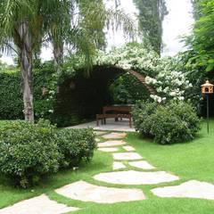 Garden by Fabio Camargo Paisagismo