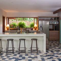 Casa Altos de Trancoso: Cozinhas  por Vida de Vila