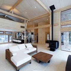 軽井沢K邸: 株式会社山崎屋木工製作所 Curationer事業部が手掛けた窓です。