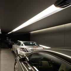 Dom Sadyba: styl , w kategorii Garaż zaprojektowany przez Bartek Włodarczyk Architekt