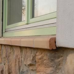 Fensterbank aus Ton mit Tropfnase:  Fenster von Rimini Baustoffe GmbH
