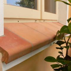 Fensterbänke aus Ton mit Tropfnase:  Fenster von Rimini Baustoffe GmbH