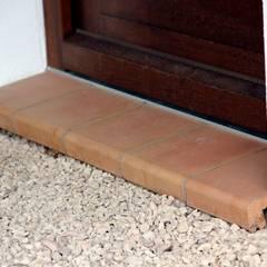Fensterbänke aus Ton sind auch bei bodentiefen Fenstern geeignet:  Fenster von Rimini Baustoffe GmbH