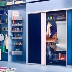 Mehr Platz für Kreativität im Kinderzimmer: moderne Kinderzimmer von Elfa Deutschland GmbH