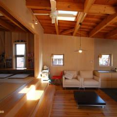松本の家   (Casa MATSUMOTO): アグラ設計室一級建築士事務所 agra design roomが手掛けたリビングです。,モダン