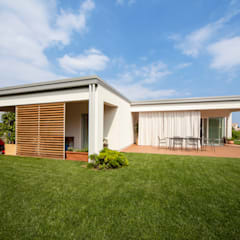 Minimalist houses by homify Minimalist Wood Wood effect