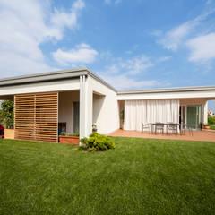 Casas de estilo minimalista por homify