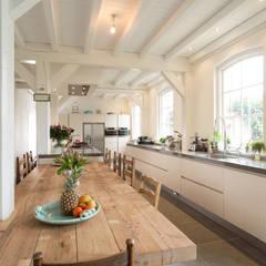Cocinas de estilo  por Tieleman Keukens