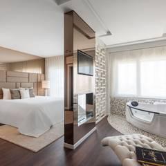 Masterpiece: modern Bedroom by Movelvivo Interiores