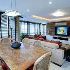 Residencial Unifamiliar: Salas de estar  por Marcelo John Arquitetura e Interiores