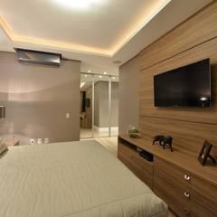 Apartamento Orla Marítima: Quartos  por ANNA MAYA ARQUITETURA E ARTE,Moderno Madeira Efeito de madeira
