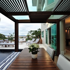 Modern balcony, veranda & terrace by ANNA MAYA ARQUITETURA E ARTE Modern Solid Wood Multicolored