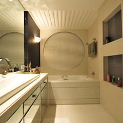 Modern bathroom by ANNA MAYA ARQUITETURA E ARTE Modern Glass