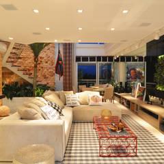Living room by ANNA MAYA ARQUITETURA E ARTE