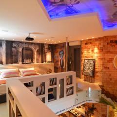 Loft Marine Home Resort: Quartos  por ANNA MAYA ARQUITETURA E ARTE