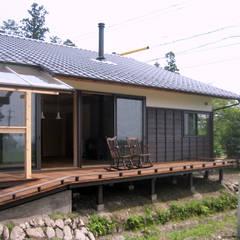 Terrazas de estilo  por 尾日向辰文建築設計事務所