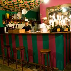 Beach bar: Escritórios  por Renato Teles Arquitetura