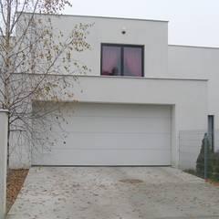 Cyryl House 360: styl , w kategorii Garaż zaprojektowany przez ŁUKASZ ŁADZIŃSKI ARCHITEKT