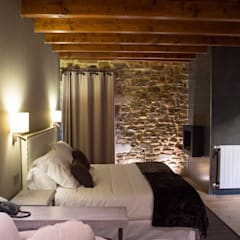 Osabarena Rural Hotel Dormitorios de estilo ecléctico de temas rojo Ecléctico