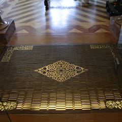 Caixa de pavimento em bronze: Clínicas  por adoroaminhacasa