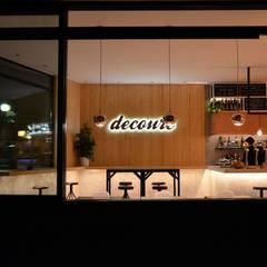 DECOURE: Ventanas de estilo  de SUIN design studio