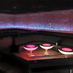 2RaumClub/ Neue VIP-Ecke in Fantasma-Holz und RGB-Steuerung :  Bars & Clubs von WOODEN Germany