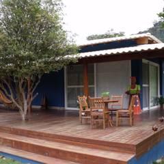 rustic Houses by Cristiane Locatelli Arquitetos & Associados