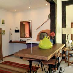 Projeto: Salas de jantar  por FLAVIO BERREDO ARQUITETURA E CONSTRUÇÃO,Colonial