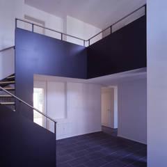 Corridor & hallway by Arcoop