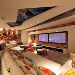 Salas multimedias de estilo  por ANNA MAYA & ANDERSON SCHUSSLER