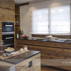 Chalet Valbella:  Küche von Go Interiors GmbH