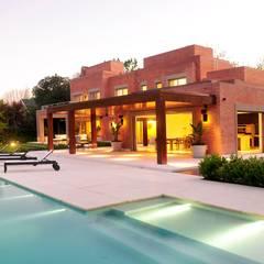Casa en Mailyng: Jardines de estilo  por JUNOR ARQUITECTOS
